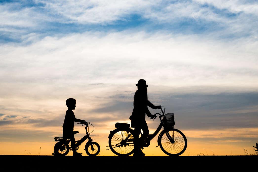 https://pl.freepik.com/darmowe-zdjecie/tło-rodziny-wieczor-sport-rowerow_1129397.htm