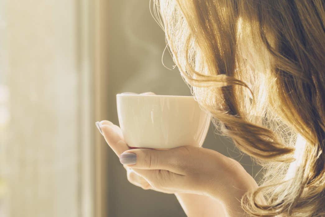 zdjęcie - https://www.freepik.com/free-photo/beautiful-girl-young-woman-drinks-coffee-alone-in-cafe_1301427.htm