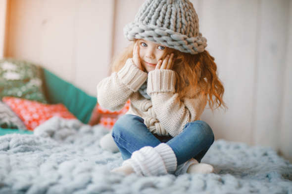 zdjęcie - https://www.freepik.com/free-photo/baby-girl-in-knitted-hat-and-scarf_1533637.htm